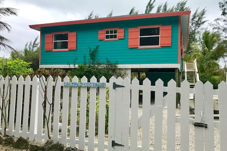 Calypso Cottage - 3 min walk to beach - sleeps 4