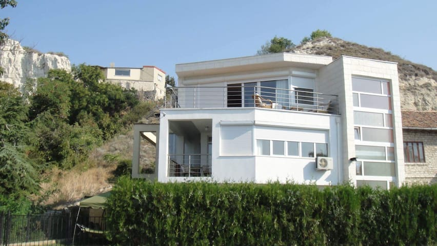 Whitestone Seaview Villa - Balchik - Villa