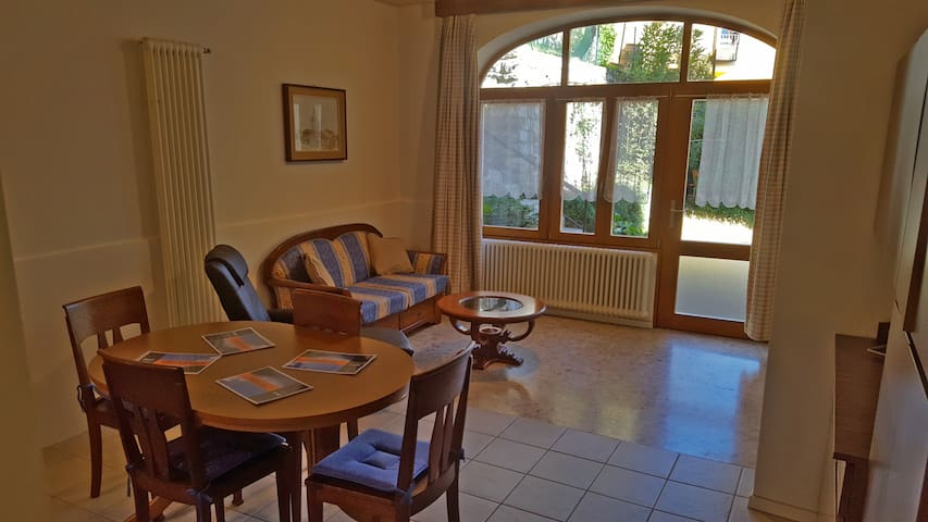 Nice apartment with garden looking the lake (Rose)