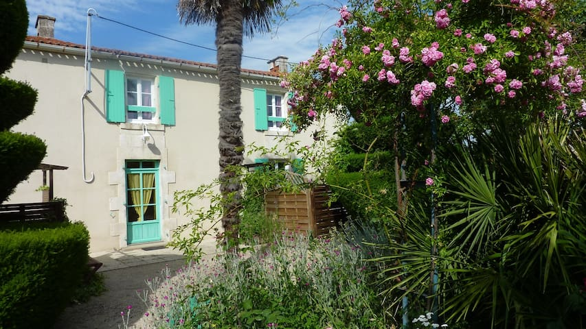Gite marais Poitevin - Maillezais - House