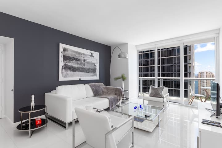 ICON BRICKELL - LUX 1 Bedroom w/ Direct Bay Views