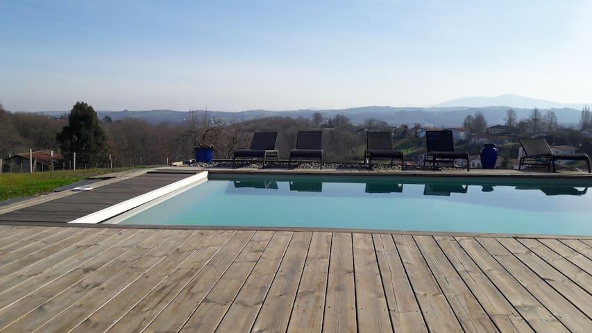 belle maison au calme avec piscine et belle vue - Mouguerre - Rumah