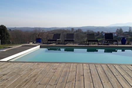 belle maison au calme avec piscine et belle vue - Mouguerre - House