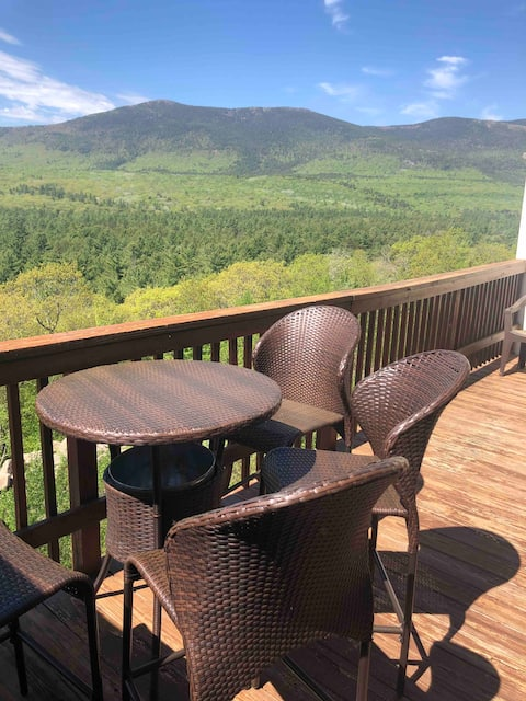 Perfect North Conway Location with  Stunning Mountain Views
