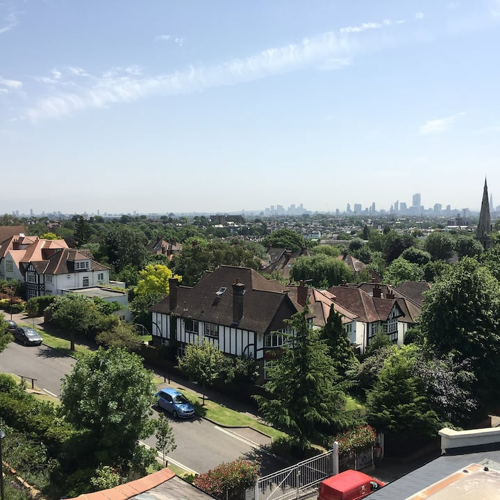 Close to big park and central London