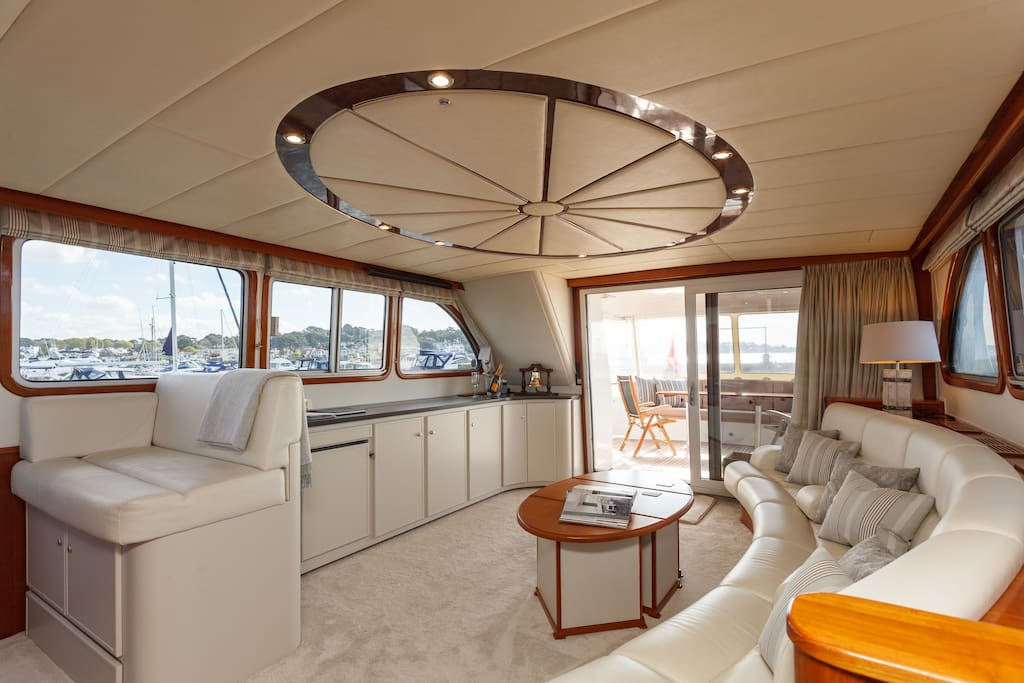 Saloon area view to stern