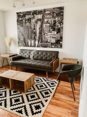 Cozy Retreat: New listing, fresh reno.