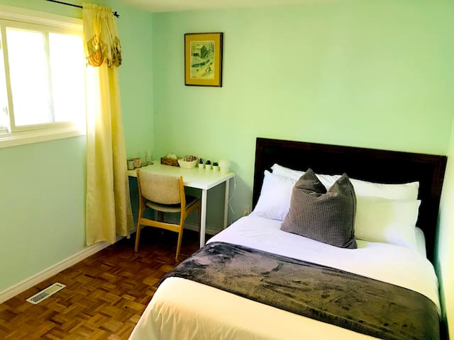 Peaceful, clean room, close to bus station