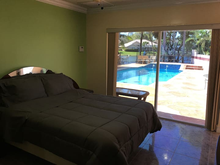 Coral Springs Guest home with Great View and Pool