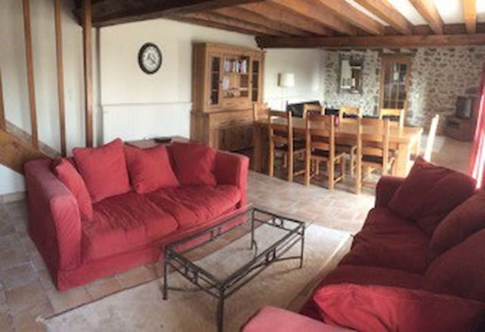 Beautiful detached country home - Izé - House