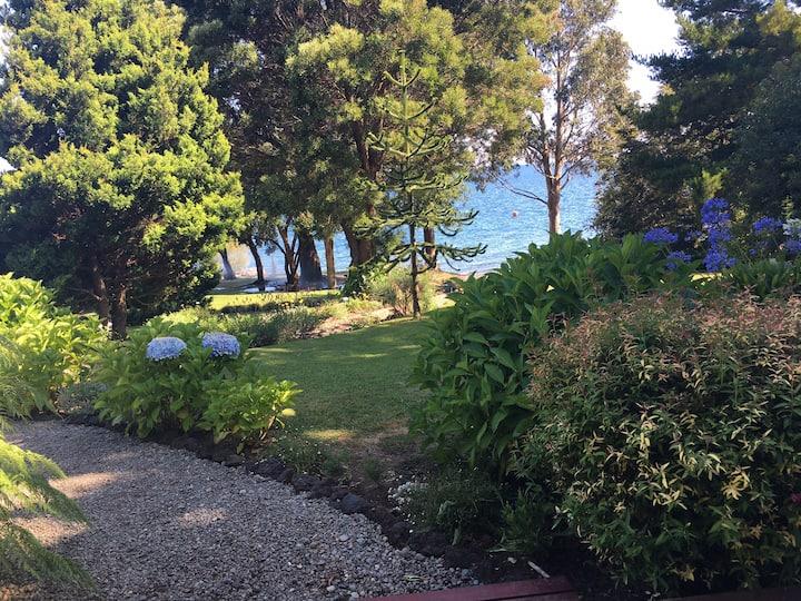 Acogedora casa a orilla del lago