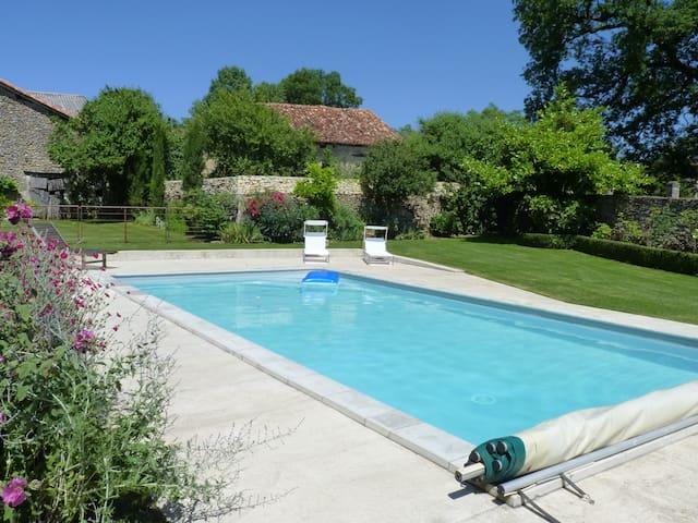 Gite de caractère avec piscine - Saint-Just - Dom