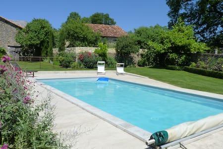 Gite de caractère avec piscine - Saint-Just - House
