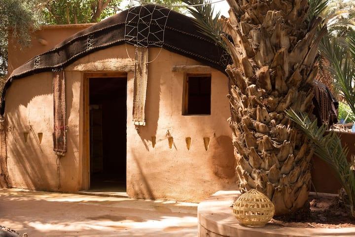 Tentes berbères avec jardin et animaux