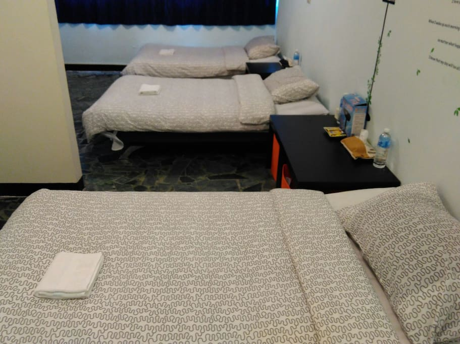 三人房~三張獨立單人大床。