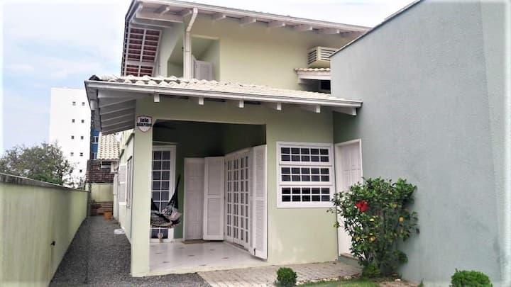 Casa Itaguaçu 300m da praia