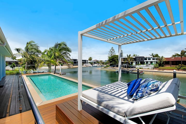 VOGUE HOLIDAY HOMES- SANCTUARY WATERS: heated pool
