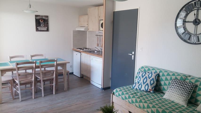 Appartement chaleureux, centre de Luz
