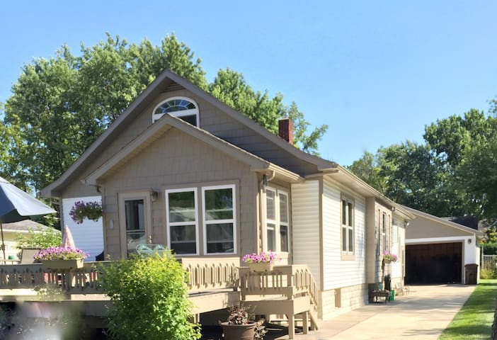 Mystic Cottage: a 1940s South Haven Beach Bungalow - 사우스 헤이븐(South Haven)