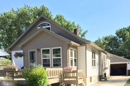 Mystic Cottage: a 1940s South Haven Beach Bungalow - South Haven