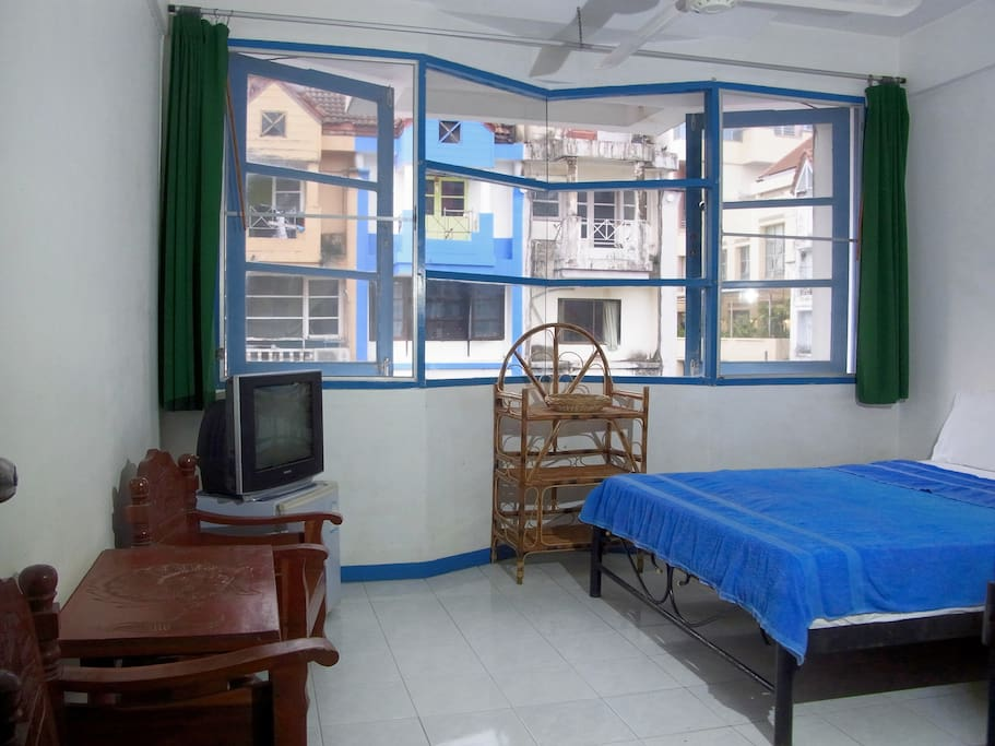 Comfort double room with fan, private bathroom, TV and fridge