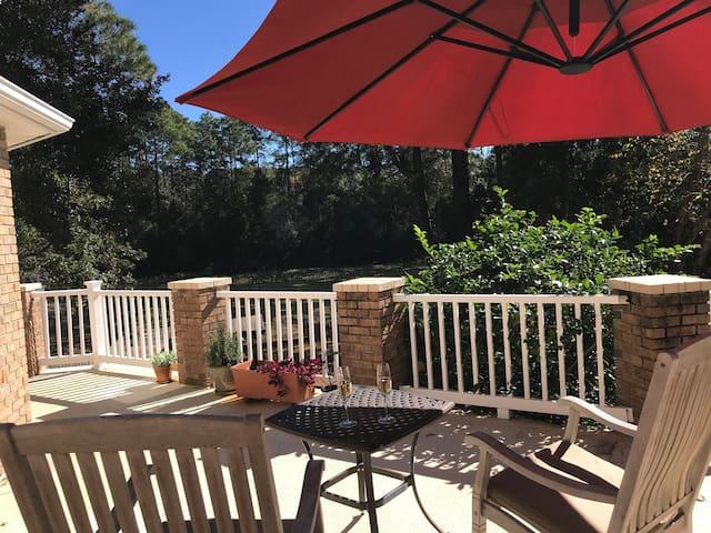 Luxurious Lakefront Pensacola Oasis