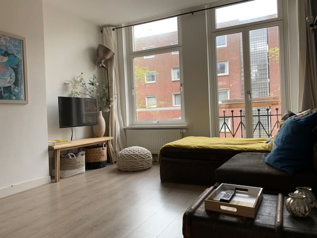 Lovely apartment with balcony near the Jordaan