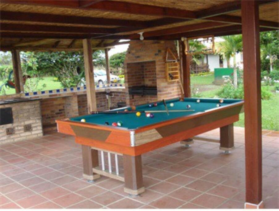 Mesa de pool en el kiosko