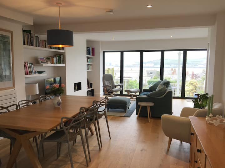 Stylish Instow home with beautiful estuary views