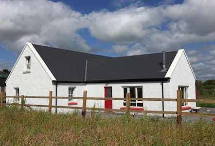 Casa Ceoil - tranquil country setting by Ennis