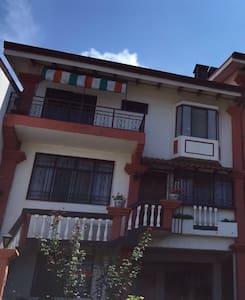 Habitación con balcón en San Pedro. - San Pedro - Rumah