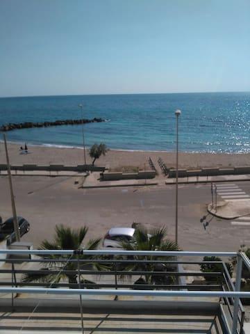 Bilocale vista mare 10 mt. dalle spiagge T. mozza