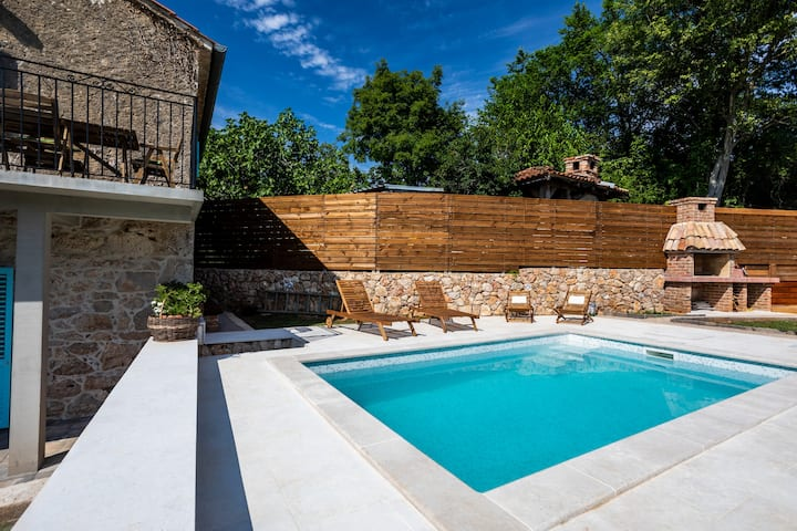 Stone Villa Katarina with pool in Klimno