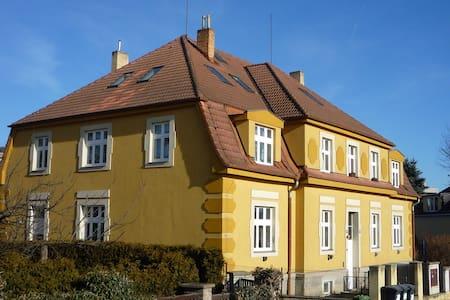 Půdní byt pro 1-4 osoby - Praag - Loft