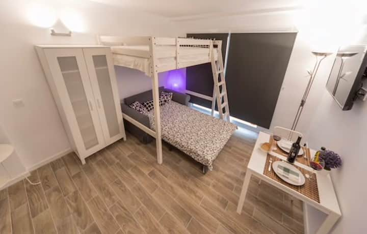 Confortable studio, quite, romantic, serviced area