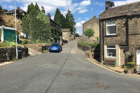 No.18 Holmfirth+parking. Close to Picturedrome
