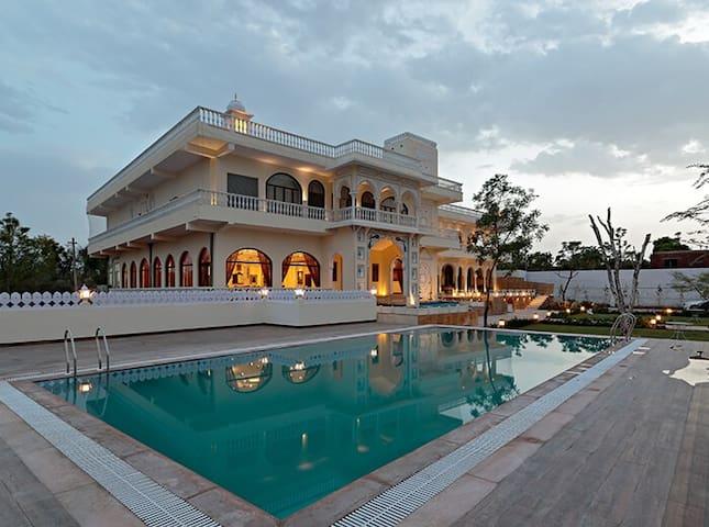 In the lap of luxury room w/ bkfst in Jaipur