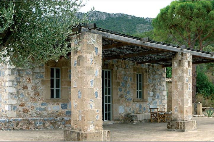 Belle maison en pierre avec vue unique sur la mer - Kitries