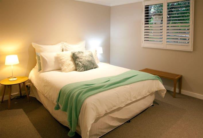 Bedroom 4 - Queen Bed - ground floor