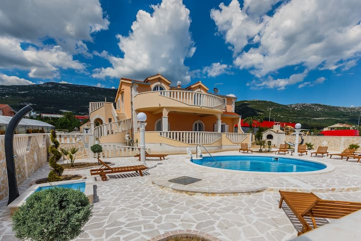 Villa Maria with heated pool
