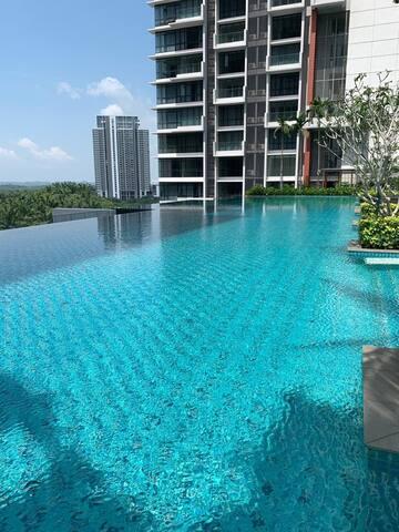Luxurious & Spacious Apartment for 2/3 pax