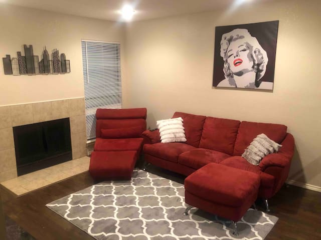 LUXURY 2 BED, 2 BATH IN DOWNTOWN/DEEP ELLUM AREA