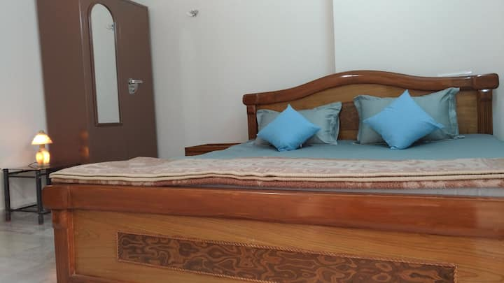 2BHK Fully Furnished & Well Maintaind Flat on Rent