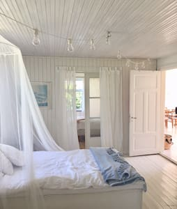 Romantic and peacefull coasthouse