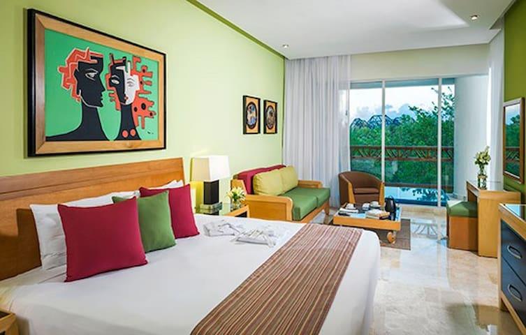 XMAS Grand Mayan 2BR suite at Riviera Maya