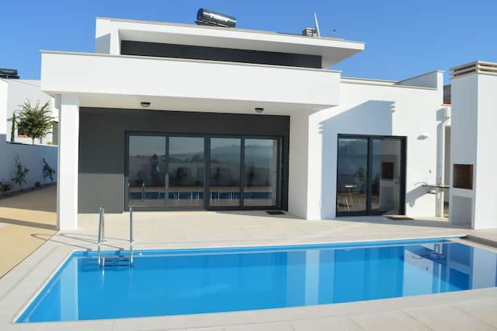 Moderna Casa de vacaciones en Famalicão, Nazaré con piscina privada