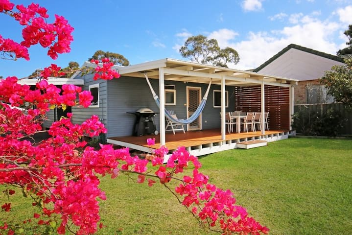 Hayes Beach House - Award Winner - 4 Mins to Beach