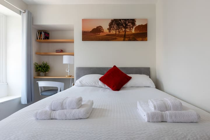 King Size Bed with work or beauty space