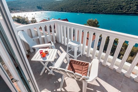 Comfort 2BDR Apartment with Terrace & Sea View