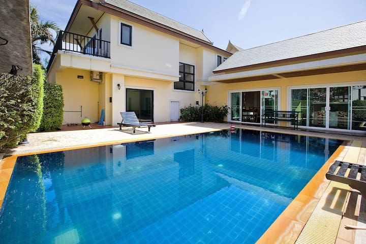 Delightful & spacious 4br  POOL VILLA!